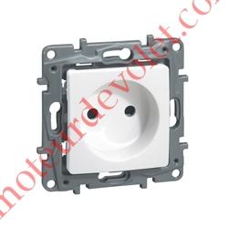 Prise Electrique Femelle 2 P + T 16 A 250v Série Niloé en Plastique Blanc
